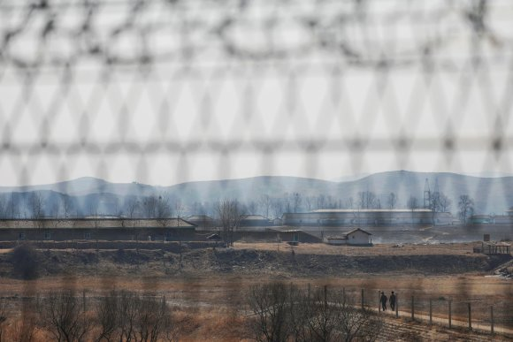 """""""Reuters""""/""""Scanpix"""" nuotr./Siena tarp Šiaurės Korėjos ir Kinijos"""