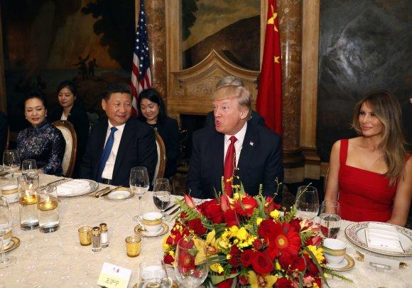 """""""Scanpix""""/AP nuotr./Donaldo Trumpo ir Xi Jinpingo susitikimas"""