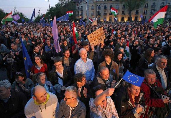 """AFP/""""Scanpix"""" nuotr./Eitynės Budapešte"""