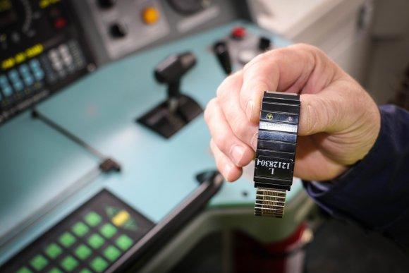 15min.lt/Pauliaus Ramanausko nuotr./Biometrinė budrumo apyrankė, tikrinanti mašinisto odos varžą