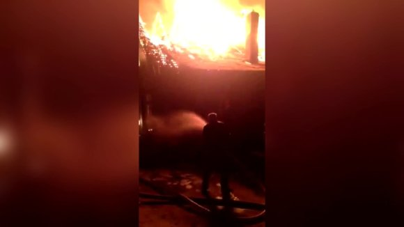 nufilmuota-kaip-galbut-nepasiruosusiems-ugniagesiams-sunkiai-sekasi-su-valdyti-liepsnas