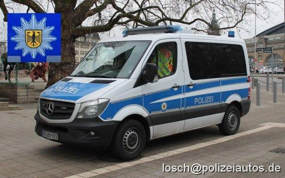 """polizeiautos.de nuotr./Vokietijos Federalinės policijos pareigūnų naudojamas """"Mercedes-Benz Sprinter"""""""