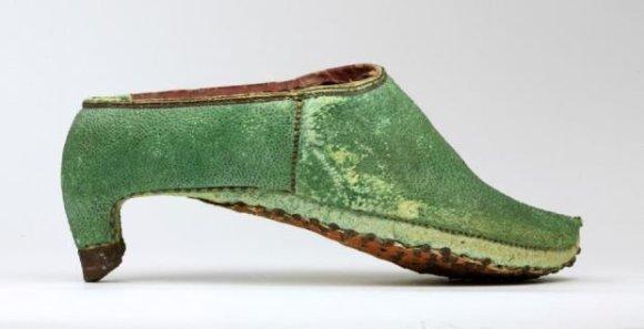 Toronto batų muziejaus nuotr. /Persijoje raiteliai dėvėjo tokius aukštakulnius
