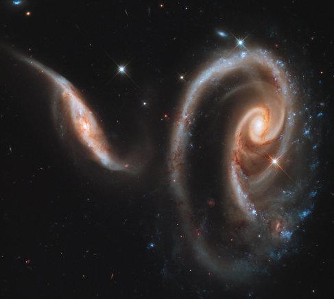 NASA/ESA nuotr./Besijungiančios galaktikos