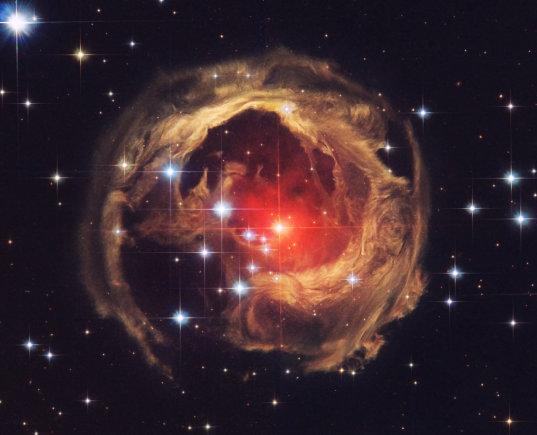 NASA/ESA nuotr./V838 Monocerotis – dvi į vieną susijungusios žvaigždės