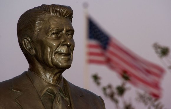 "AFP/""Scanpix"" nuotr./Ronaldo Reagano statula"