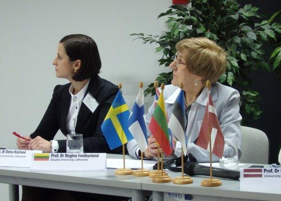 prof. dr. Regina Ivoškuvienė ir lekt. dr. Daiva Kairienė (kairėje).