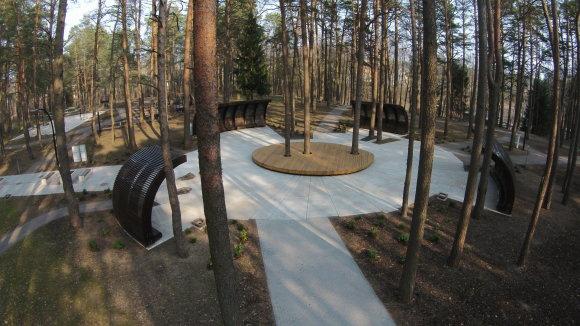 Sveikatingumo parke atkurtos senosios sveikatinimo tradicijos, atnaujinti sveikatingumo takai, parko želdynai, atstatytas jonizacijos paviljonas, kaskadinės maudyklės, pėdų akupresūros baseinas. Druskininkų sav. nuotr.