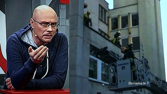 Stop kadras/Rolando Boravskio nukėlimas nuo stogo