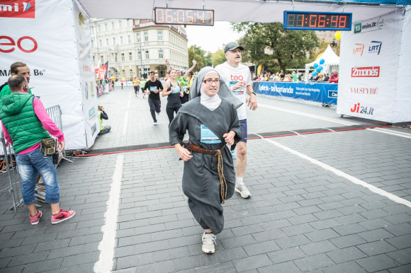 Viganto Ovadnevo/Žmonės.lt nuotr./Vilniaus maratone – vienuolė iš Prancūzijos