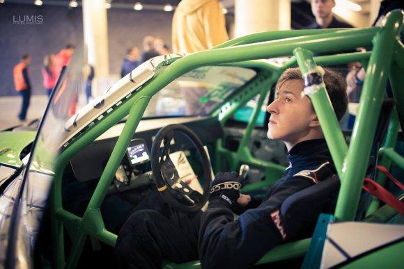 """Luko Misiūno nuotr./Drifto naujokų mokymo imsis """"Republic NP Team"""" pilotas Povilas Lencevičius"""