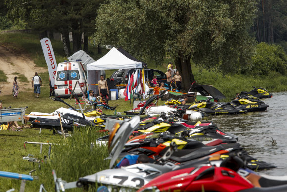 Organizatorių nuotr./Vandens motociklai
