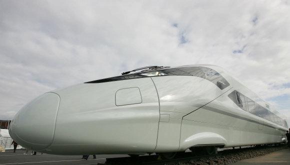 """AFP/""""Scanpix"""" nuotr./""""Bombardier Transportation"""" gamina ir lėktuvus, ir traukinius."""