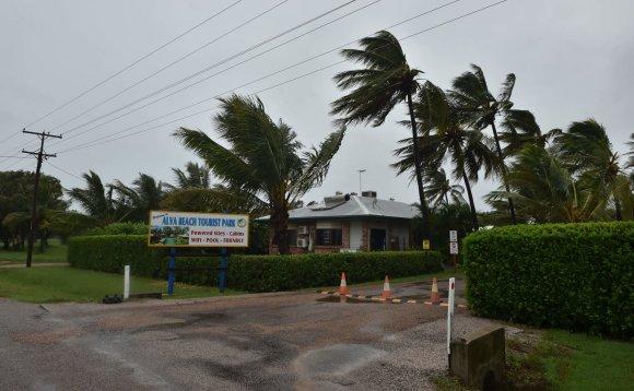 """AFP/""""Scanpix"""" nuotr./Australijos šiaurės rytinę pakrantę talžo galingas ciklonas Debė"""