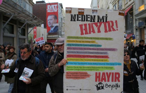 """""""Reuters""""/""""Scanpix"""" nuotr./Pataisų kritikai ragina balsuoti """"Hayir"""" – """"Ne"""""""