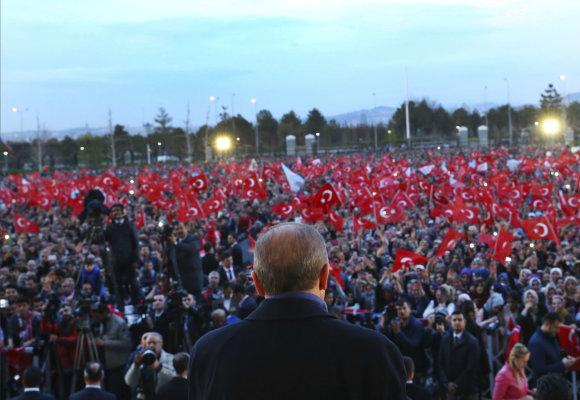 """""""Scanpix""""/AP nuotr./R.T.Erdoganas kreipėsi į tūkstančius savo šalininkų"""