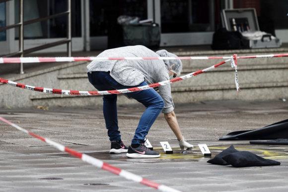 """""""Scanpix""""/AP nuotr./Prieglobsčio Vokietijoje negavęs asmuo Hamburge peiliu mirtinai subadė vieną žmogų, o dar penkis sužeidė."""