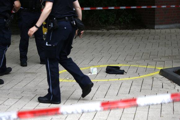 """""""Reuters""""/""""Scanpix"""" nuotr./Prieglobsčio Vokietijoje negavęs asmuo Hamburge peiliu mirtinai subadė vieną žmogų, o dar penkis sužeidė."""