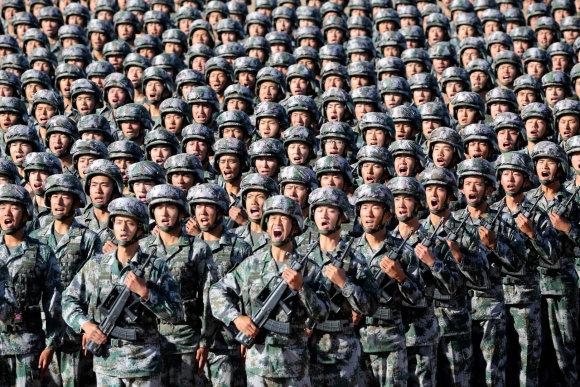 """""""Reuters""""/""""Scanpix"""" nuotr./Paradu siekiama pademonstruoti Pekino kovinį meistriškumą."""