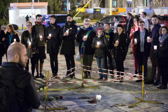 """AFP/""""Scanpix"""" nuotr./Varšuvoje praėjusią savaitę mėgino susideginti vyras"""