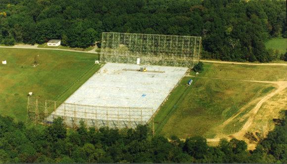 """Ohajo valstijos universiteto nuotr./""""Big Ear"""" radijo teleskopas – 1998 metais jis buvo išmontuotas"""