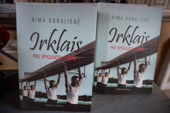 """Alfredo Pliadžio nuotr./Rima Karalienė pristatė knygą """"Irklais pro spygliuotą tvorą"""""""