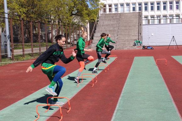 Lietuvos moterų krepšinio rinktinės žaidėjos pratybose