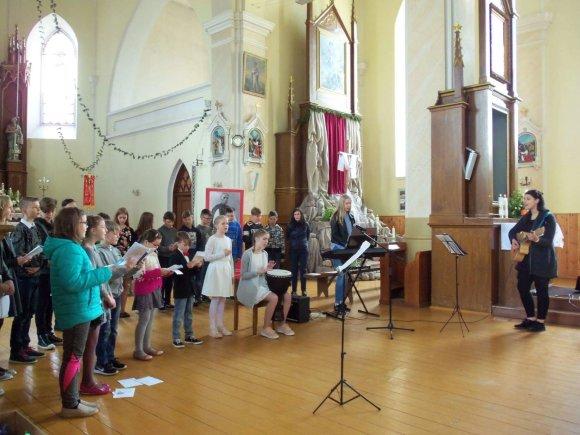 Organizatorių nuotr./Londono Sičio lietuviai dovanojo Motinos dienos šventę Lietuvos vaikams