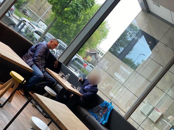 15min skaitytojo nuotr./L.Kvedaravičius užfiksuotas susitikime su advokatu K.Jungevičiumi (atvaizdas nerodomas negavus sutikimo)