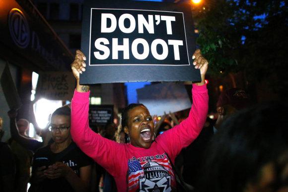 """AFP/""""Scanpix"""" nuotr./Protestas prieš policijos smurtą Dalase"""
