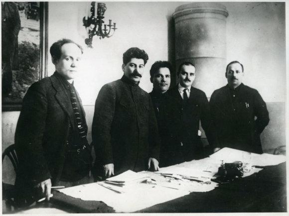 """""""Wikipedia.org"""" nuotr./Josifas Stalinas ir jo bendražygiai"""
