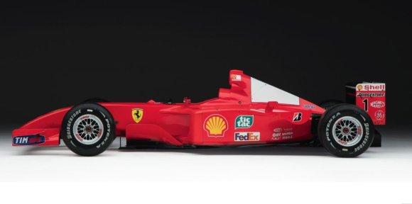Sotheby's aukciono nuotr./Michaelio Schumacherio bolidas, 2001 m. atnešęs pergalę F1 čempionate