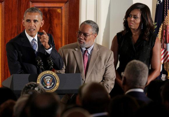 """Reuters""/""Scanpix"" nuotr./Barackas Obama, Lonnie Bunchas bei Michelle Obama"