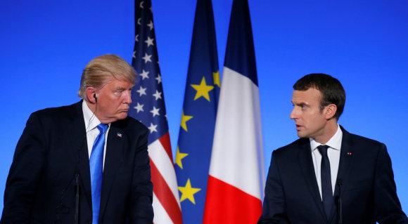 """Reuters""/""Scanpix"" nuotr./D.Trumpas ir E.Macronas Paryžiuje"