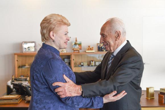 LR Prezidento kanceliarijos nuotraukos/ R. Dačkus/Šimonas Peresas ir Dalia Grybauskaitė