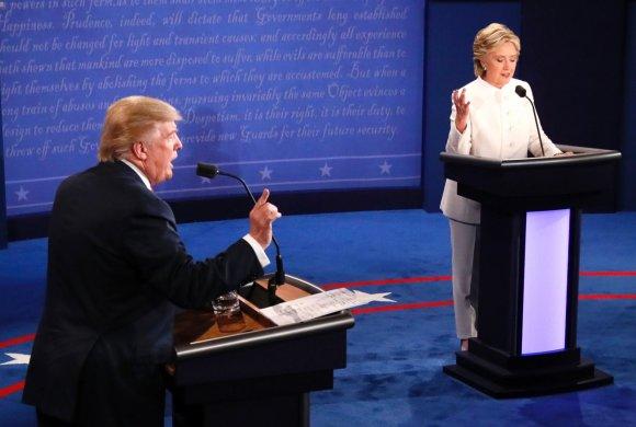 """AFP/""""Scanpix"""" nuotr./Donaldo Trumpo ir Hillary Clinton debatai"""