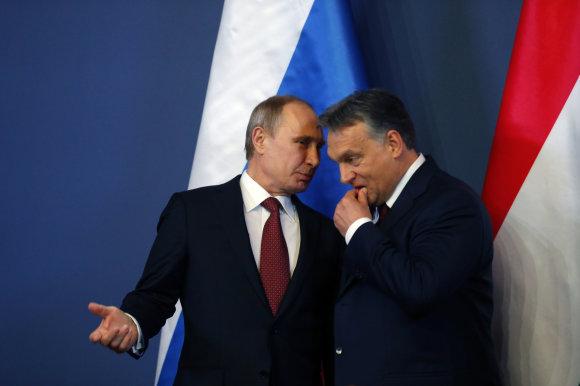 """Reuters""/""Scanpix"" nuotr./Vladimiras Putinas ir Viktoras Orbanas"