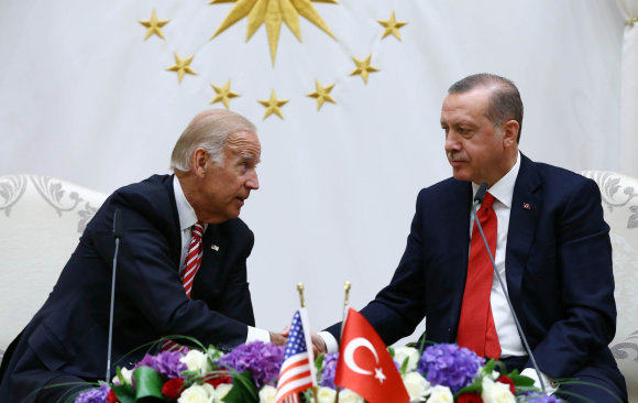 """Reuters""/""Scanpix"" nuotr./Joe Bidenas ir Recepas Tayyipas Erdoganas"