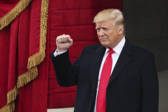 """""""Scanpix""""/AP nuotr./Prisaikdinamas 45-asis JAV prezidentas – Donaldas Trumpas"""