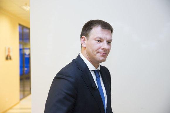 Irmanto Gelūno / 15min nuotr./15min studijoje apie mokesčių reformą pasakoja finansų ministras Vilius Šapoka