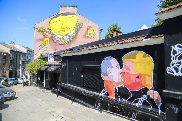 Irmanto Gelūno / 15min nuotr./Vladimiro Putino ir Donaldo Trumpo bučinys