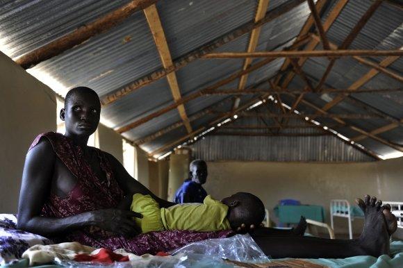 """AFP/""""Scanpix"""" nuotr./Nuo maliarijos miršta beveik du kartus daugiau žmonių, nei manyta anksčiau"""
