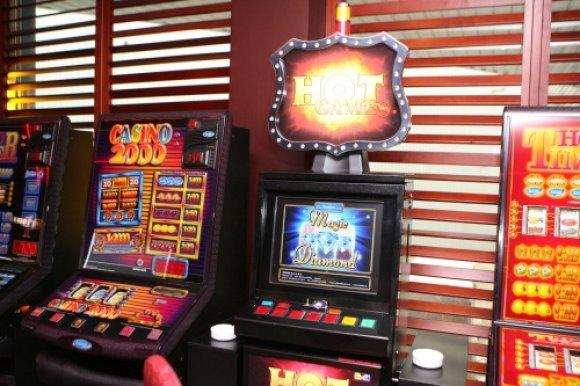 Irmanto Gelūno nuotr./15min.lt/Dvi medalio pusės: kazino mažėjimas sumažintų įplaukas į biudžetą, tačiau visuomenėje būtų mažiau problemiškų lošėjų.