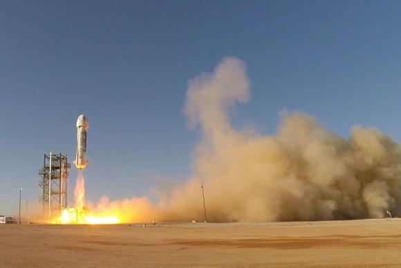 """""""Scanpix""""/AP nuotr./Kompanijos """"Blue Origin"""" daugkartinė raketa """"New Shepard"""""""