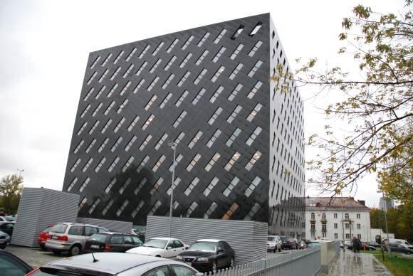 Sauliaus Chadasevičiaus/15min.lt nuotr./87 milijonus litų kainavęs prokuratūros pastatas.