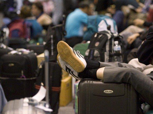 """""""Reuters""""/""""Scanpix"""" nuotr./Tailande atostogavusiems žmonėms šioje šalyje teko užsibūti ilgiau, nei jie planavo."""