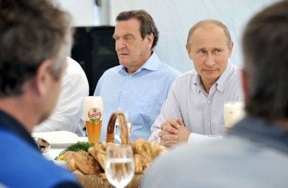 """Scanpix"" nuotr./V.Putinas su G.Schroederiu"