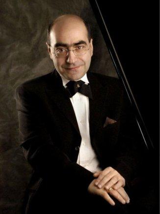 Organizatorių nuotr./Pianistas Armenas Babakhanianas