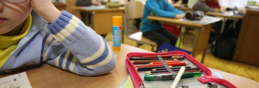 Emigracija tuština mokyklų suolus