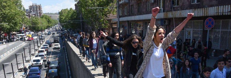 """Premjerą iš posto išvertę armėnai: """"Nematydami didelių pokyčių sugrįšime į gatves"""""""